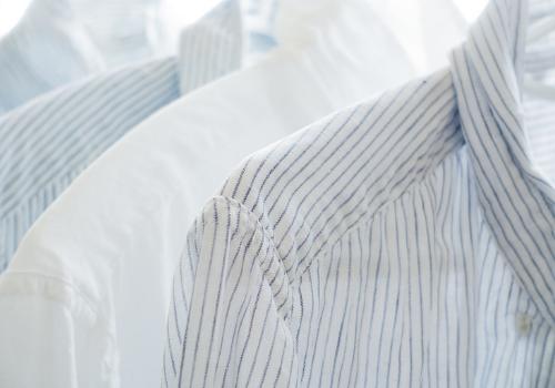 Oblečení do rakve pro zesnulého, pohřební rubáš