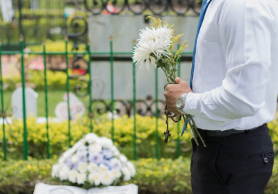 A guide through the funeral service