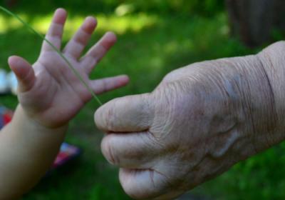 Děti na pohřbu: vzít je nebo je nechat doma?