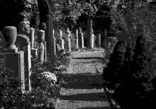 Jak získat hrobové místo: koupě, pronájem, odprodej